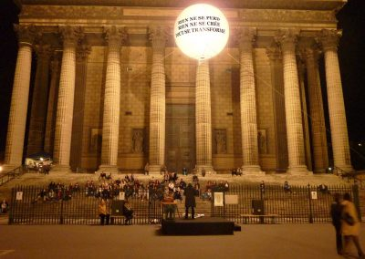 ballon geant sphere eclairant lumineux helium-marquage art nuit blanche madeleine