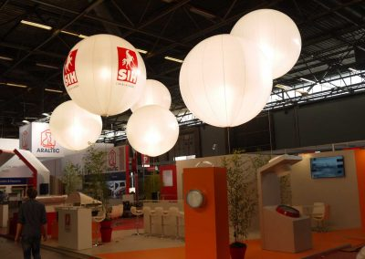 ballon-eclairant-lumineux-helium-personnalise-salon
