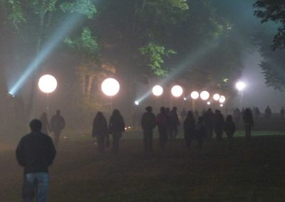 ballons-eclairants-sur-mat-festival-deambulation-public-eclairage-securite