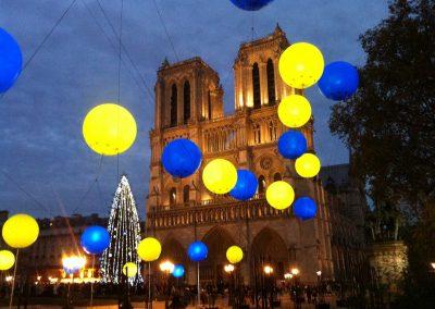 ballons-led-lumineux-couleurs-helium-exterieur-notre-dame