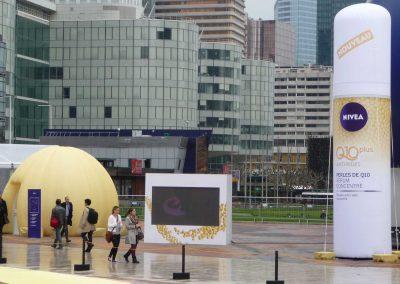 colonne-et-igloo-publicitaires-gonflables-lancement-de-produit-plv