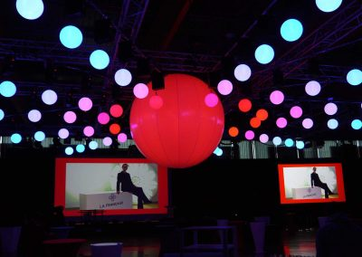 spheres-lumineuses-led-suspendues-motorisees-dmx-couleur