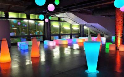 Misez sur un éclairage de qualité pour créer un événement d'entreprise à succès.